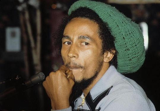 Král reggae Bob Marley podlehl v 36 letech rakovině. Jeho muzika a produkty s jeho jménem jsou stále populární po celém světě. Jeho značka vytěžila přes 305 miliónů korun a Marley obsadil 8. místo.