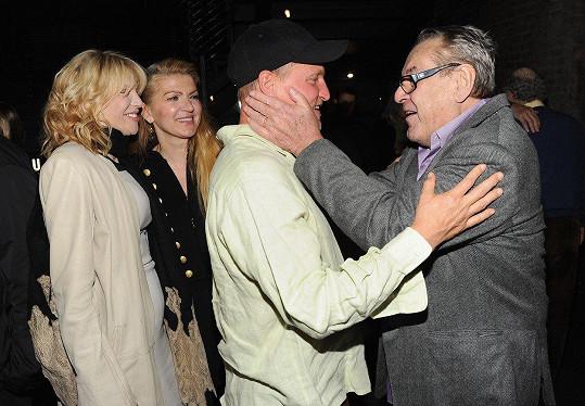Woody Harrelson nikdy nezapomene na Formanovu náruč.