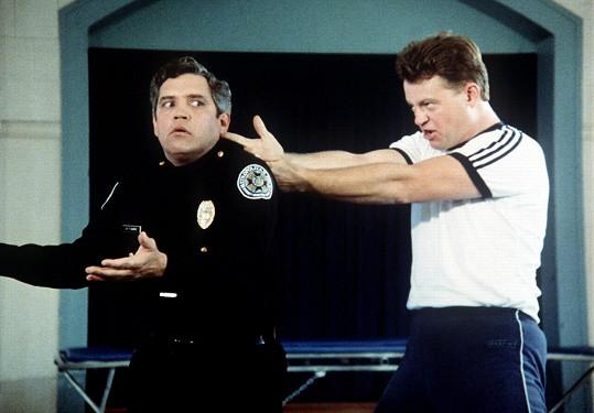 David Graf a G.W. Bailey jako kadet Tackleberry a kapitán Harris v prvním filmu z úspěšné policejní série