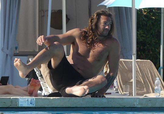 Hollywoodský svalovec si užívá dovolenou v Benátkách.
