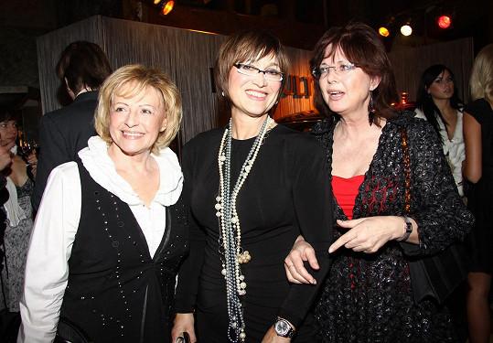 Milena Vostřáková s Petrou Černockou a Marií Tomsovou v roce 2011. Ještě téhož roku zemřela.