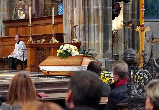 Poslední rozloučení s Milanem Šimáčkem se odehrálo v chrámu sv. Víta.
