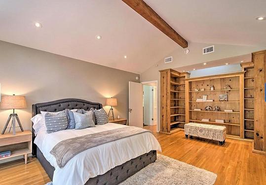 Jedna ze čtyř ložnic
