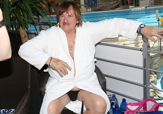 Karel Vágner je stará škola a stále dává přednost slipovým plavkám.