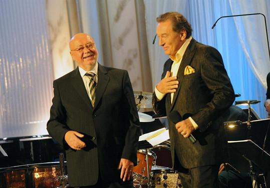 S Václavem Hybšem spolupracoval například Karel Gott.