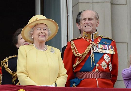 Princ Philip na archivním snímku s královnou Alžbětou II.