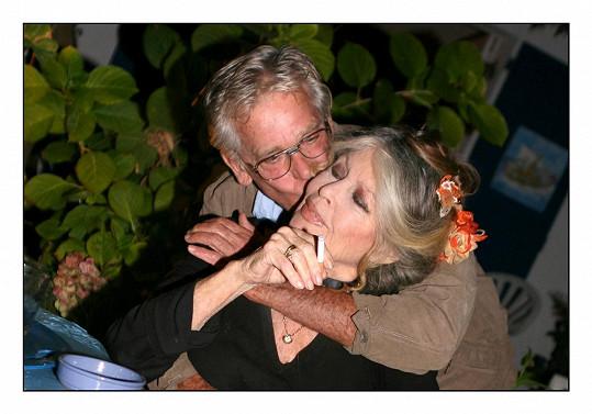 Štěstí našla až se čtvrtým manželem Bernardem d'Ormalem.