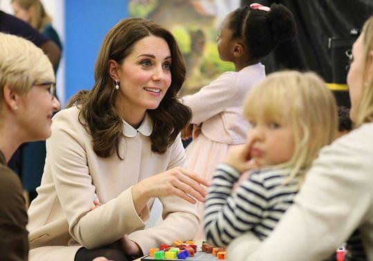 Vévodkyně navštívila organizaci podporující matky trpící poporodními depresemi.
