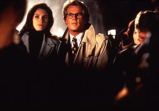 Nick Nolte a Julia Roberts ve filmu Zbožňuju trable. To byl ještě ženským idolem.