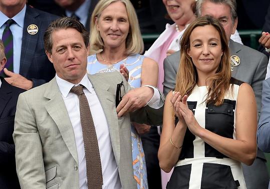 Hugh a Anna si v červenci spolu vyrazili na Wimledon.