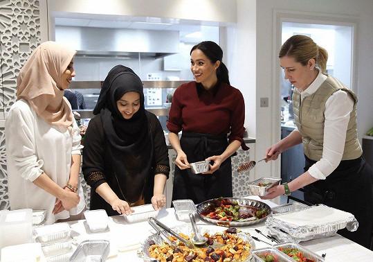 Meghan podpořila komunitní kuchyni v západním Londýně.
