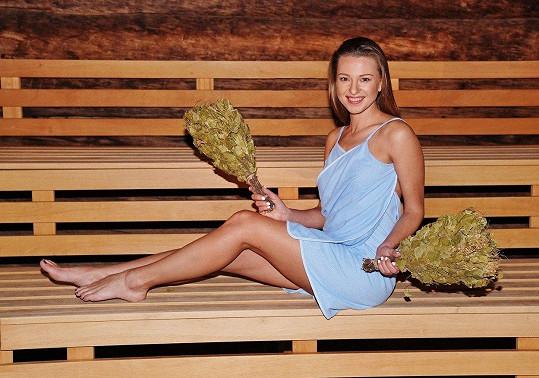 Inna Puhajková v sauně předvedla tradiční ruský rituál.