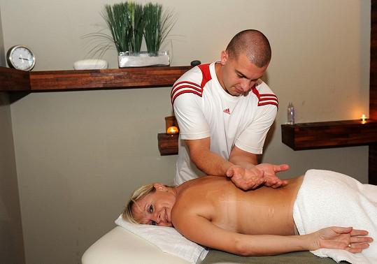 Regina Řandová před pár lety na masáži.