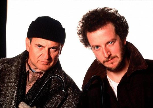 Joe Pesci a Daniel Stern jako Harry a Marv ve filmu Sám doma (1990)