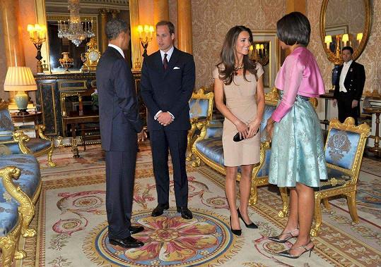 Na setkání s bývalým prezidentem Obamou v roce 2011 si oblékla šaty značky Reiss, které bylo možné pořídit asi za 4000 korun.