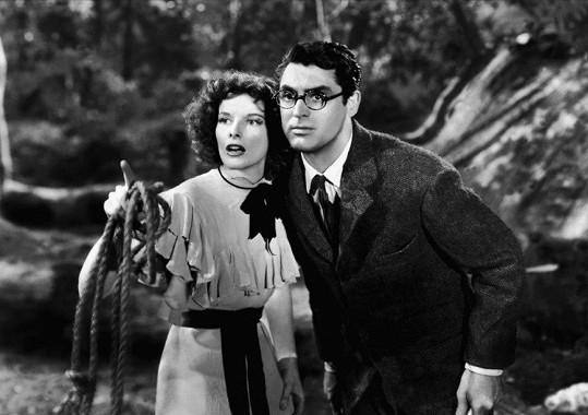 Komedie Leopardí žena (1938) udělala z Granta megahvězdu. Na snímku s Katharine Hepburn.