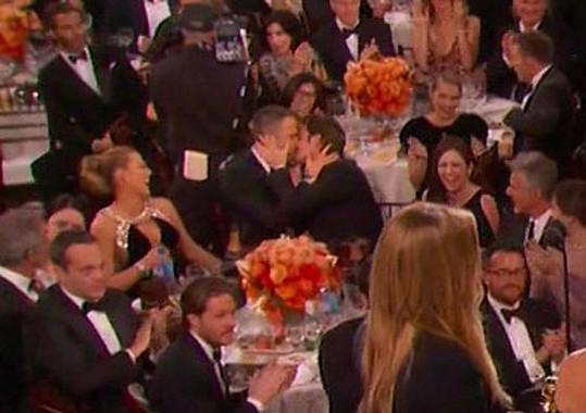 Ryan Reynolds a Andrew Garfield si užili společný polibek.