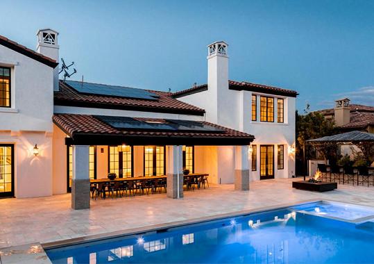 Krásný dům už mladičkou sestru Kim Kardashian omrzel.