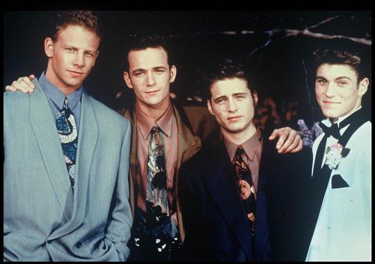 Ian Ziering, Luke Perry, Jason Priestley a Brian Green (zleva) v seriálu Beverly Hills 90210