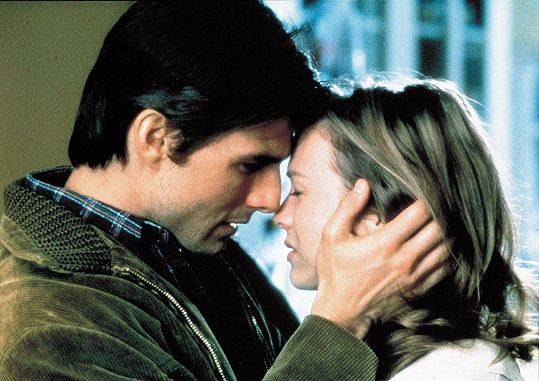 Prvně v Hollywoodu zazářila po boku Toma Cruise ve filmu Jerry Maguire (1996).