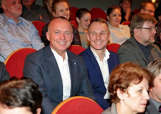 Karel Voříšek a Vladimír Řepka společně zasedli do hlediště Divadla Na Jezerce, kde se konala premiéra hry Poslední aristokratka.