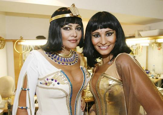 Ilona a Monika se jako Kleopatry sešly i v roce 2006, kdy se odehrává děj knihy Rekviem za Pluto.