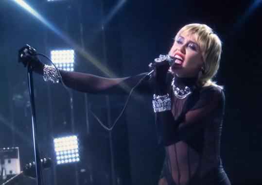 Cyrus co nevidět vydá nové album Plastic Hearts.