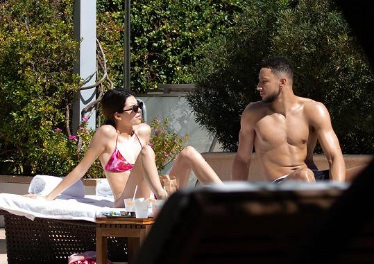 Kendall Jenner dělal při opalování společnost Ben Simmons.