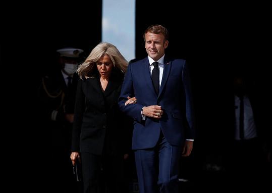 Prezident Emmanuel Macron s manželkou Brigitte.