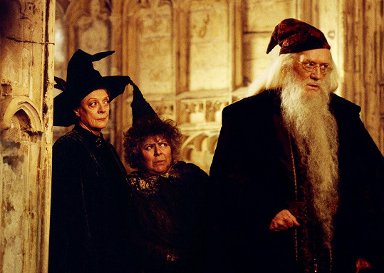 Herečka je známá mj. ze ságy Harry Potter. Zleva Maggie Smith, Miriam Margolyes a Richard Harris