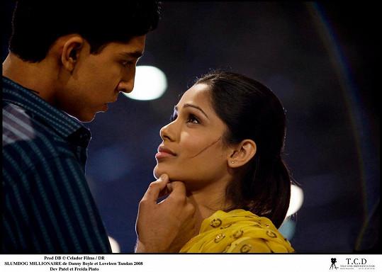 """V minulosti chodila s hereckým kolegou a představitelem """"milionáře z chatrče"""" Devem Patelem."""