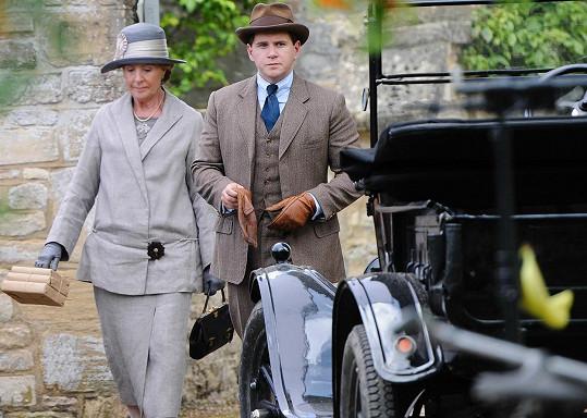 Leech během natáčení Panství Downton. Na snímku s herečkou Penelope Wilton