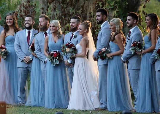 Na svatbě muselo všechno ladit.