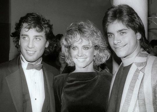 Olivia Newton-John s exmanželem Mattem Lattanzim a hercem Johnem Stamosem (vpravo)
