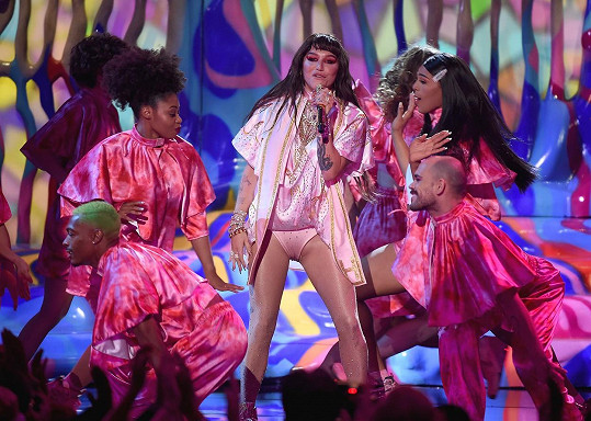 Zazpívala svůj slavný hit Tik Tok.