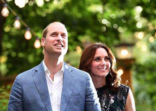 William je druhým následníkem britského trůnu, z Kate pak bude královna manželka.