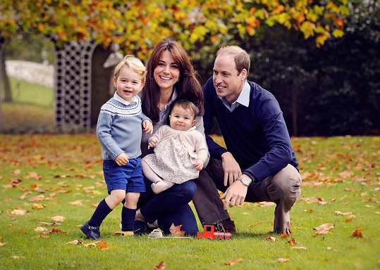 A touto fotografií už popřála královská rodina všem krásné vánoční svátky...