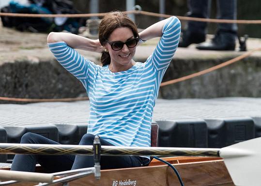 Vévodkyni to slušelo i v neformálním outfitu.