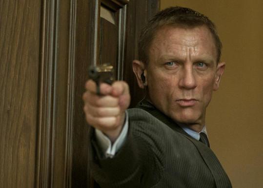 """""""Když dostal roli Bonda, byla jsem z toho úplně paf a myslím, že byl skvělý,"""" říká fanynka z řad spolužaček."""