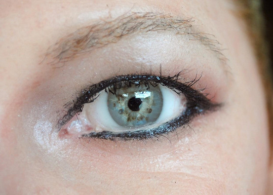 Oči jsou z polyuretanové pryskyřice.