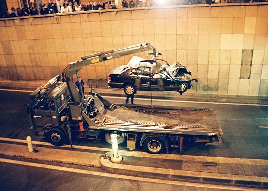 Dianin život vyhasl po tragické autonehodě v Paříži roku 1997.