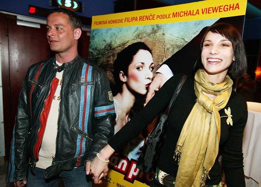 Zuzana Kanócz se proslavila díky filmu Román pro ženy. Na snímku s režisérem Filipem Renčem
