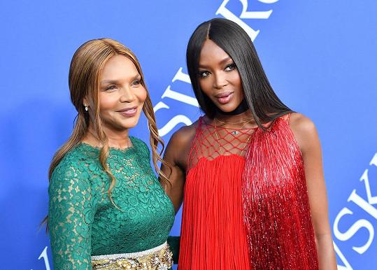 Naomi s matkou Valerií, která je z přírůstku do rodiny pochopitelně také nadšená.