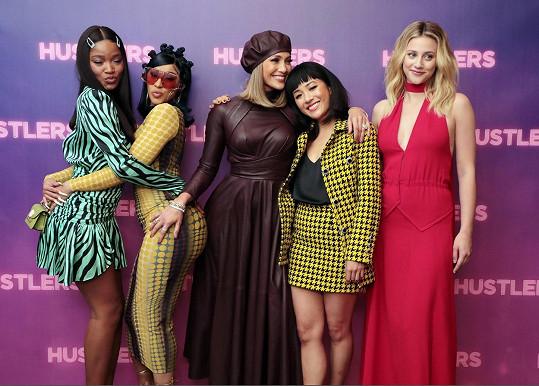 S kolegyněmi na premiéře filmu Zlatokopky. Zleva: Keke Palmer, Cardi B, Jennifer Lopez, Constance Wu, Lili Reinhart