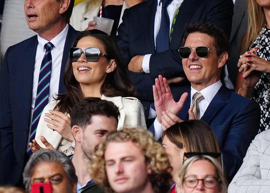 V Británii si Tom Cruise užívá i sportovních událostí. Takhle se bavil na Wimbledonu.