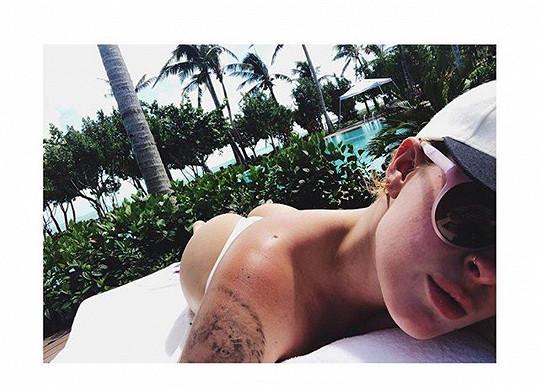 Rumer Willis relaxuje na dovolené v Karibiku.