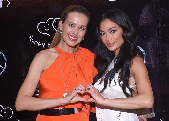 Nicole Scherzinger zazpívala na galavečeru nadace Petry Němcové Happy Hearts.