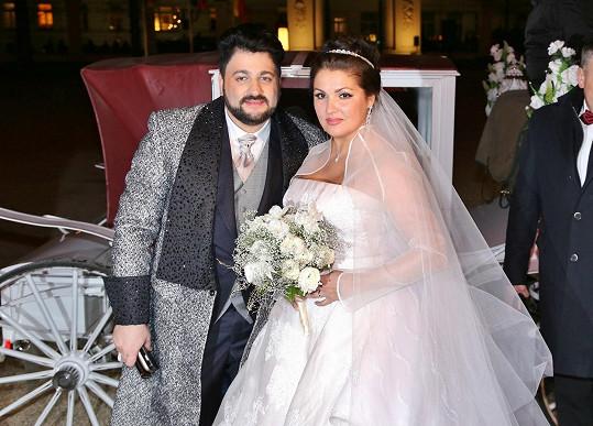 Anna Netrebko a Yusif Eyvazov vstoupili do manželství.