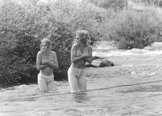 Odvážná koupel v řece podruhé...