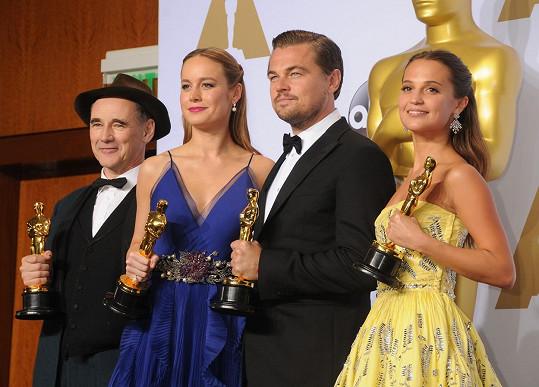 Ocenění herci Mark Rylance (Most špiónů), Brie Larson (Room), Leonardo DiCaprio (Revenant Zmrtvýchvstání) a Alicia Vikander (Dánská dívka)